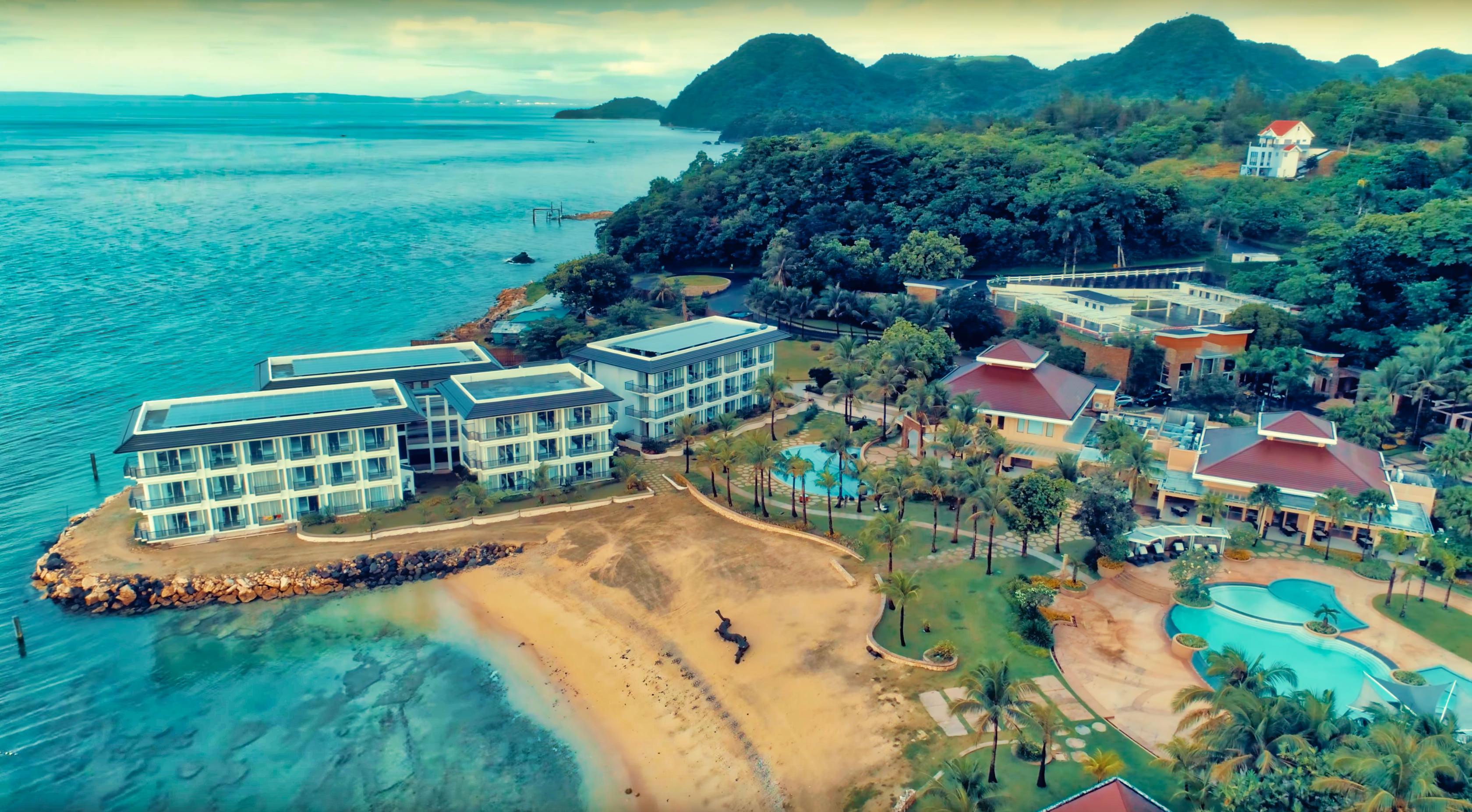 Tropical Island Getaways: VIDEO: Misibis Bay Tropical Island Getaway Aerial Tour